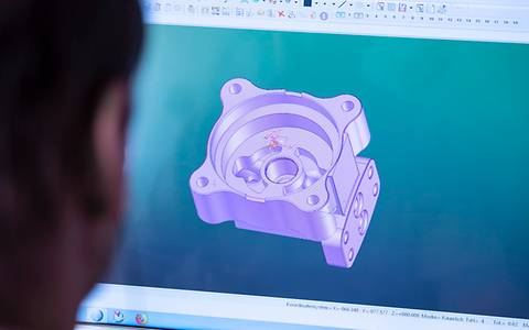 Programming of the complex workpieces is carried out on the PC.